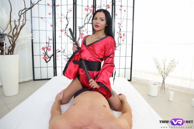 Kimono queen rides big dick VR Porn